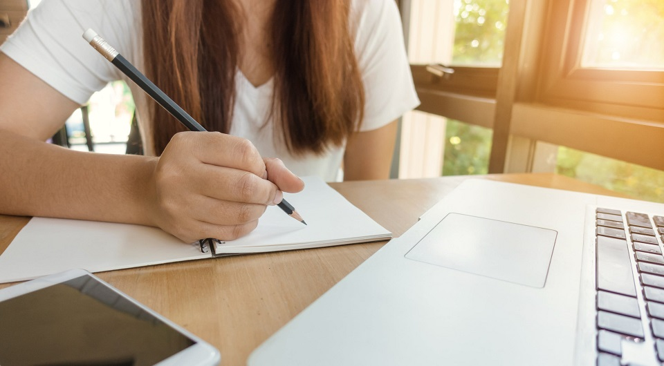 How to Write a Literary Analysis Essay and Stay Positive?